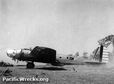 Pacific Wrecks - B-17D Flying Fortress 40-3061 taxing at ...